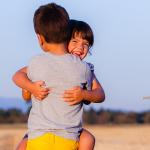 Družinsko fotografiranje – moja otroka na polju